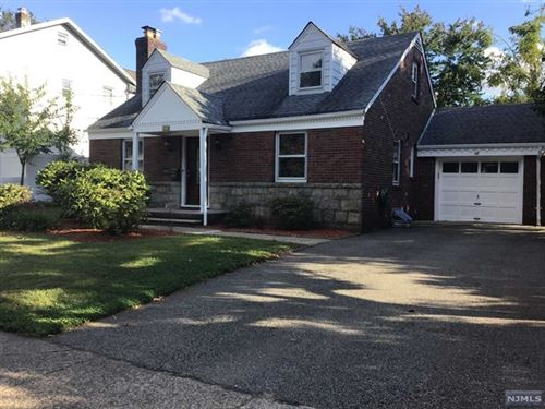 Photo of 32 Levitt Avenue, Bergenfield, NJ 07621 (MLS # 21037998)