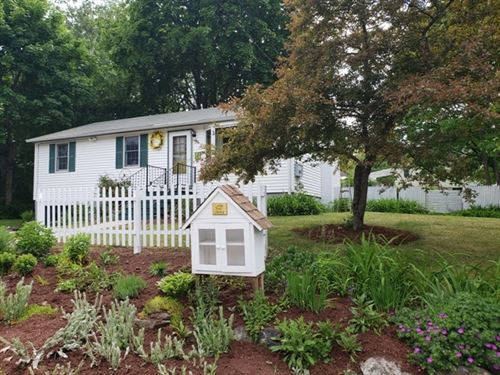 Photo of 39 East Diane Drive, Keene, NH 03431 (MLS # 4809109)