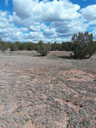 Photo of 30207139d N Cattle Drive, Ash Fork, AZ 86320 (MLS # 179726)