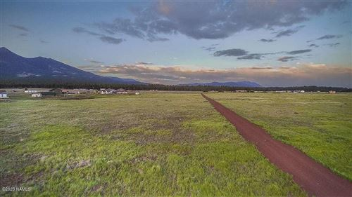 Photo of 7040 W Dreamview Trail, Flagstaff, AZ 86001 (MLS # 181828)