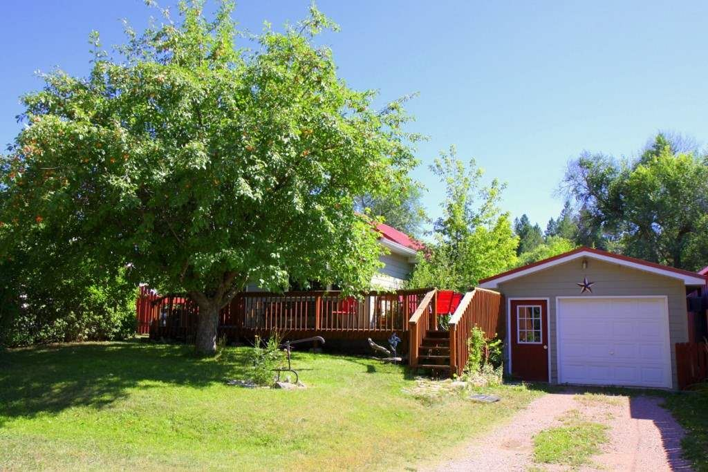 Photo for 317 Thompson Avenue, Hot Springs, SD 57747 (MLS # 62618)