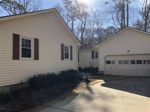 Photo of 110 Ridgewood Trail, New Bern, NC 28560 (MLS # 100205016)
