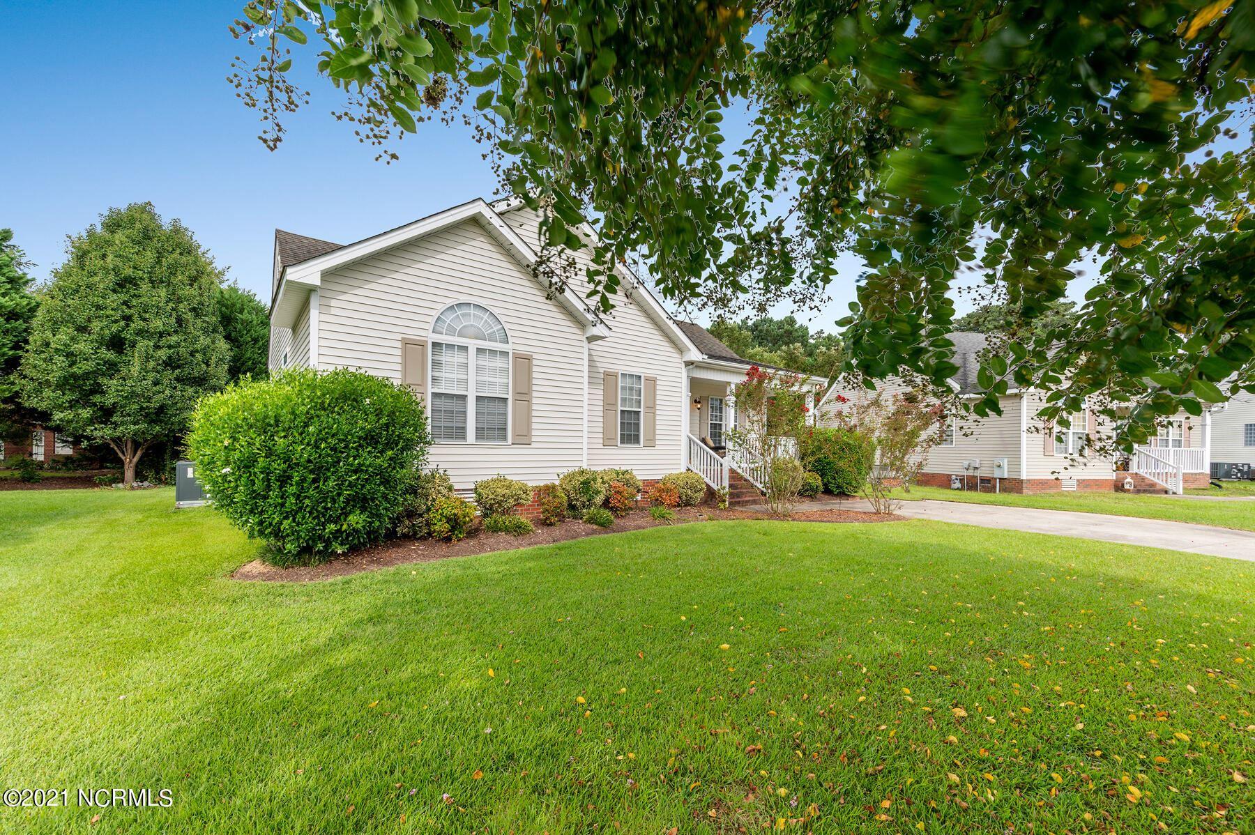 Photo of 1124 Quarterpath Drive, Winterville, NC 28590 (MLS # 100290030)