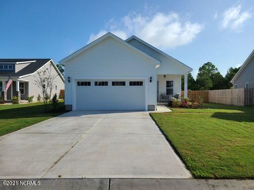 Photo of 318 Long Pond Drive, Sneads Ferry, NC 28460 (MLS # 100285037)
