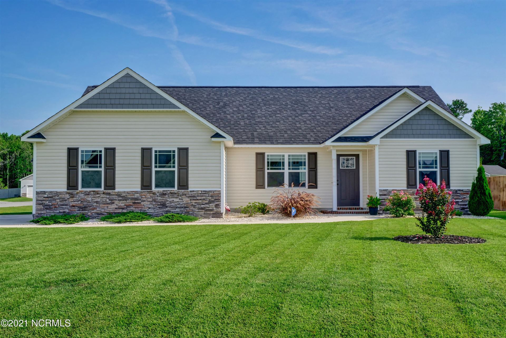 Photo for 400 Olde Sail Court, Sneads Ferry, NC 28460 (MLS # 100280063)