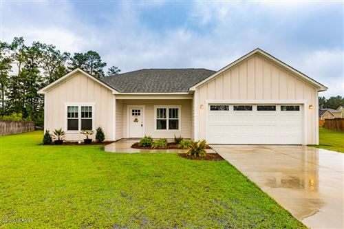 Photo of 104 Lexington Circle, New Bern, NC 28562 (MLS # 100223150)