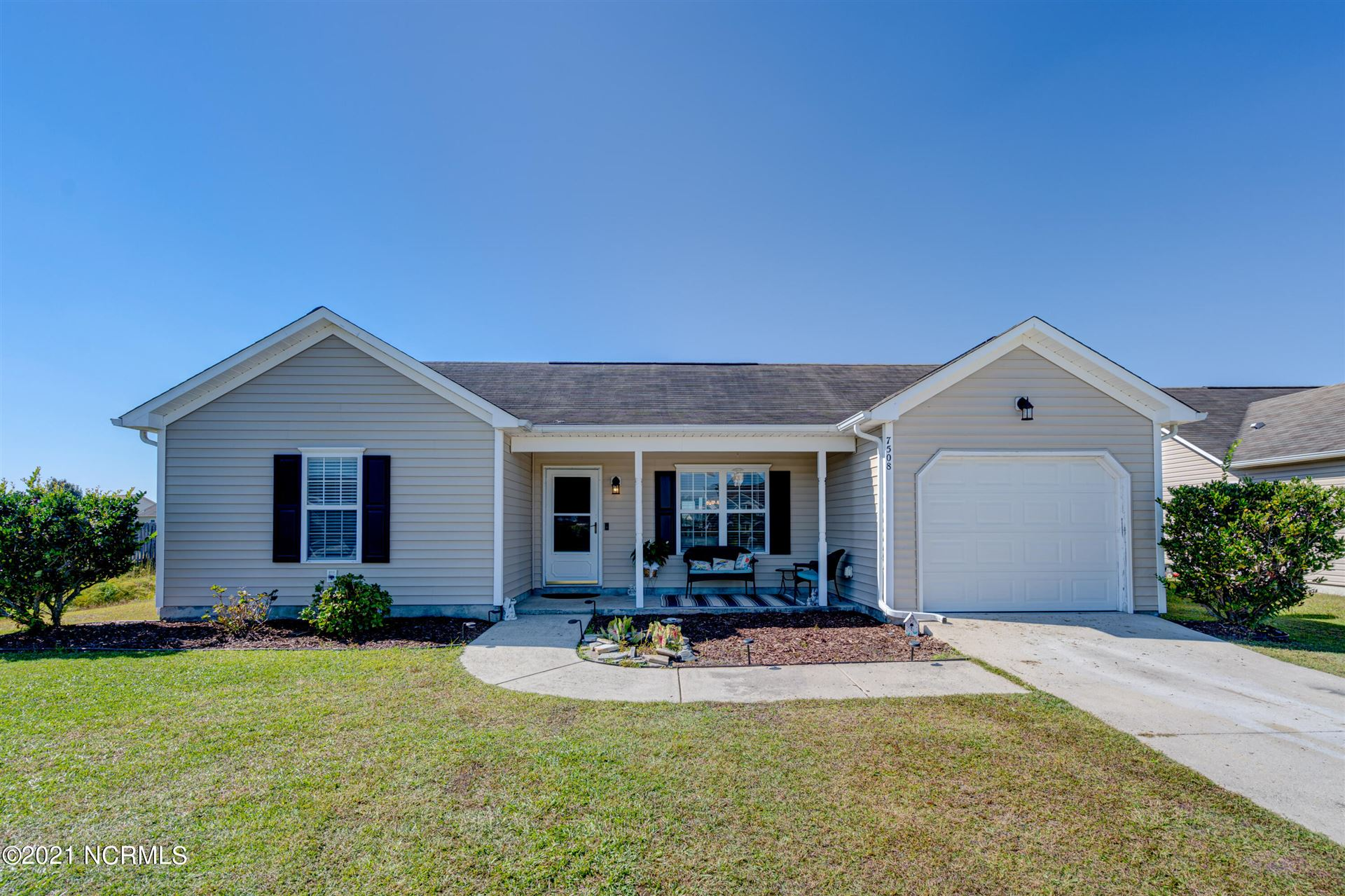Photo of 7508 Brittany Lakes Drive, Wilmington, NC 28411 (MLS # 100296176)