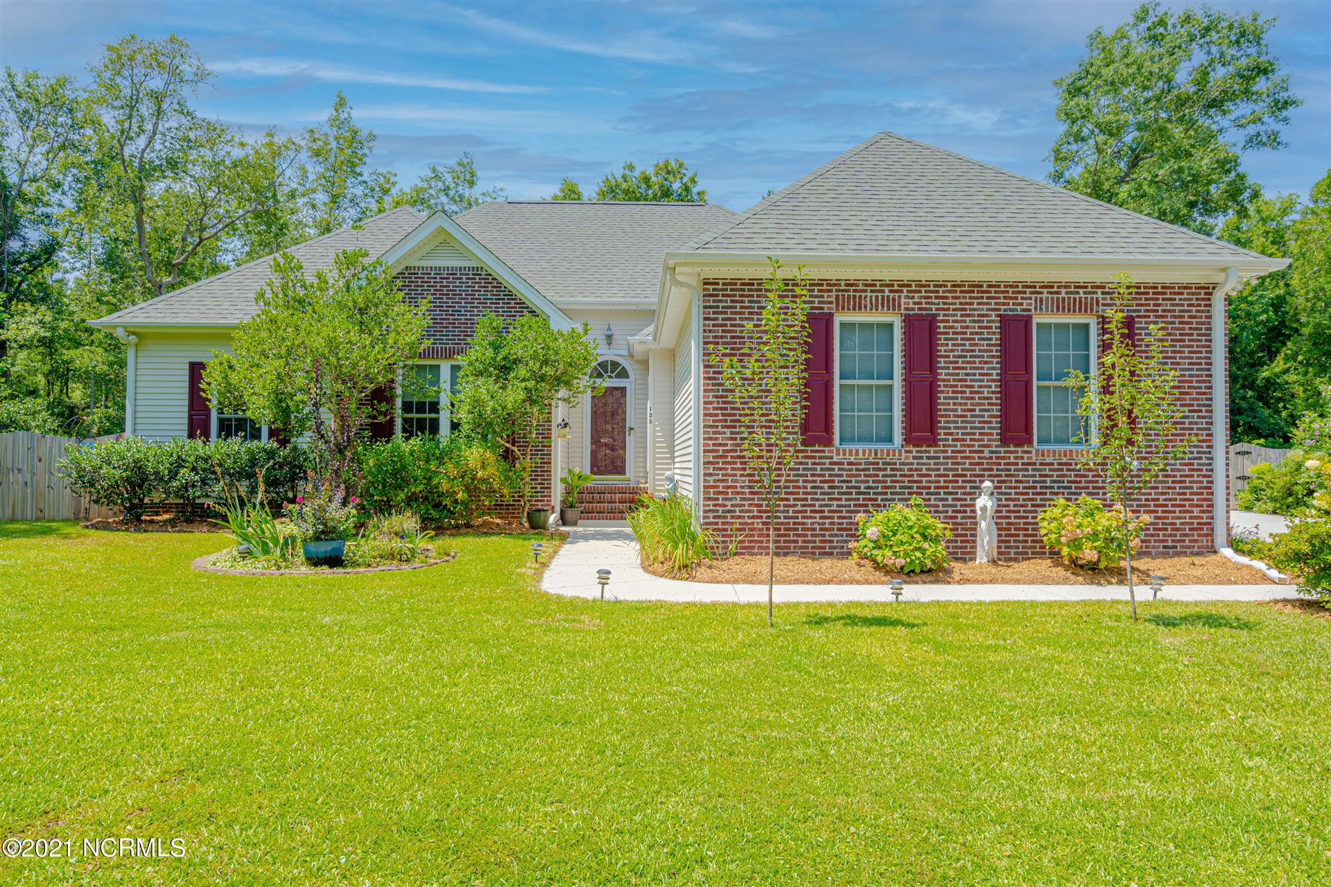 Photo for 125 S Belvedere Drive, Hampstead, NC 28443 (MLS # 100283210)
