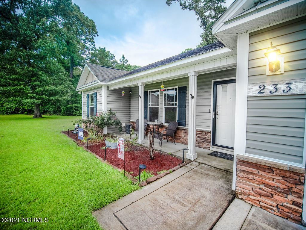 Photo of 233 Long Neck Drive, Richlands, NC 28574 (MLS # 100285224)