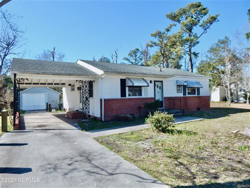 Photo of 911 N Yaupon Terrace, Morehead City, NC 28557 (MLS # 100260233)