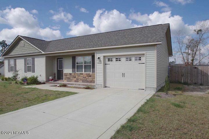 Photo of 607 Parsley Drive, Hubert, NC 28539 (MLS # 100291251)