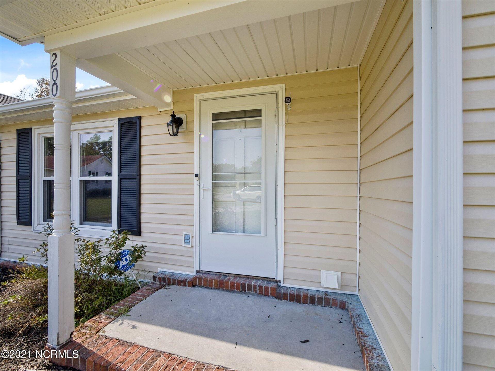 Photo of 200 W Volant Street, Hubert, NC 28539 (MLS # 100295273)