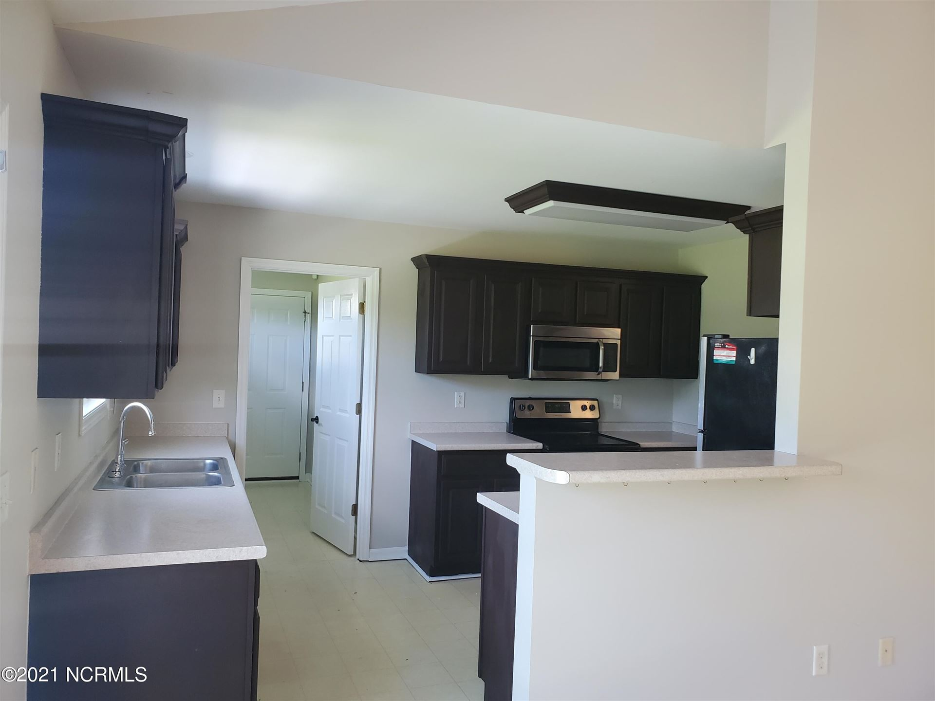Photo of 224 Oakmont Drive, Hampstead, NC 28443 (MLS # 100279288)