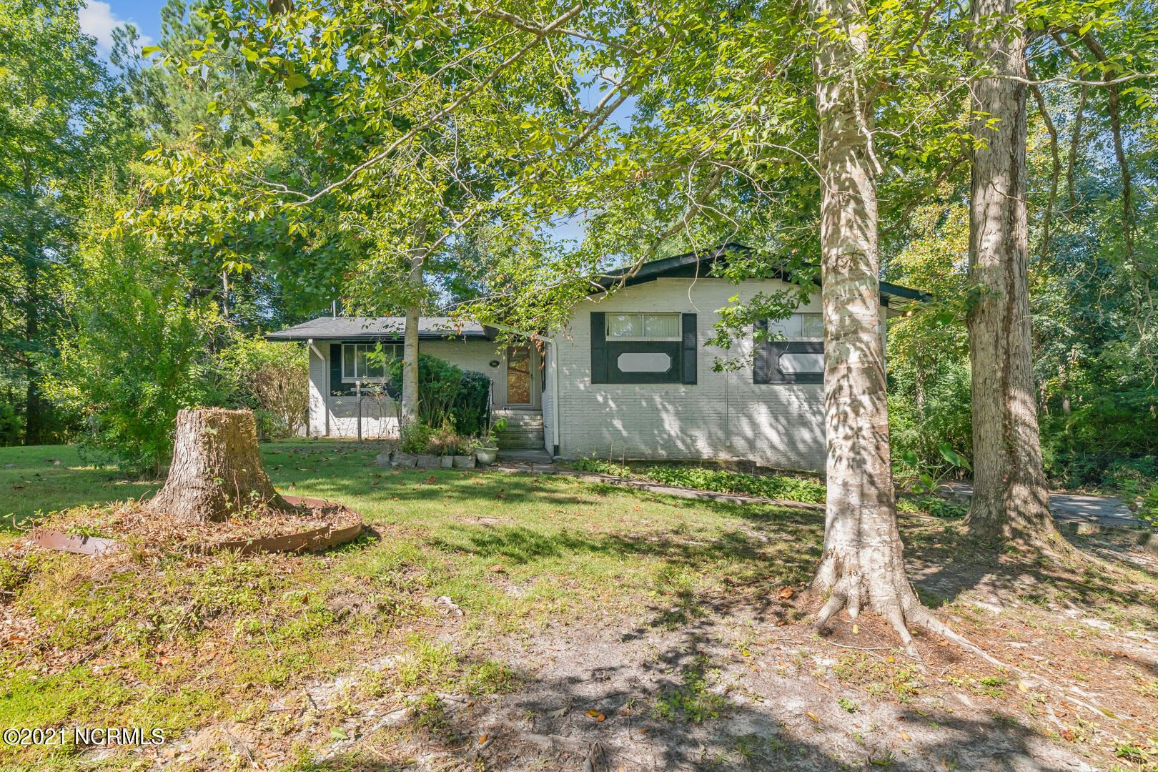 Photo of 204 Country Club Drive, Jacksonville, NC 28546 (MLS # 100290290)