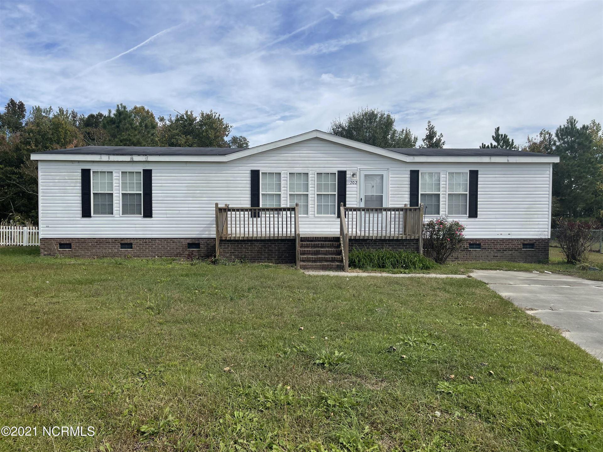 Photo of 202 Bert Court, Richlands, NC 28574 (MLS # 100295336)
