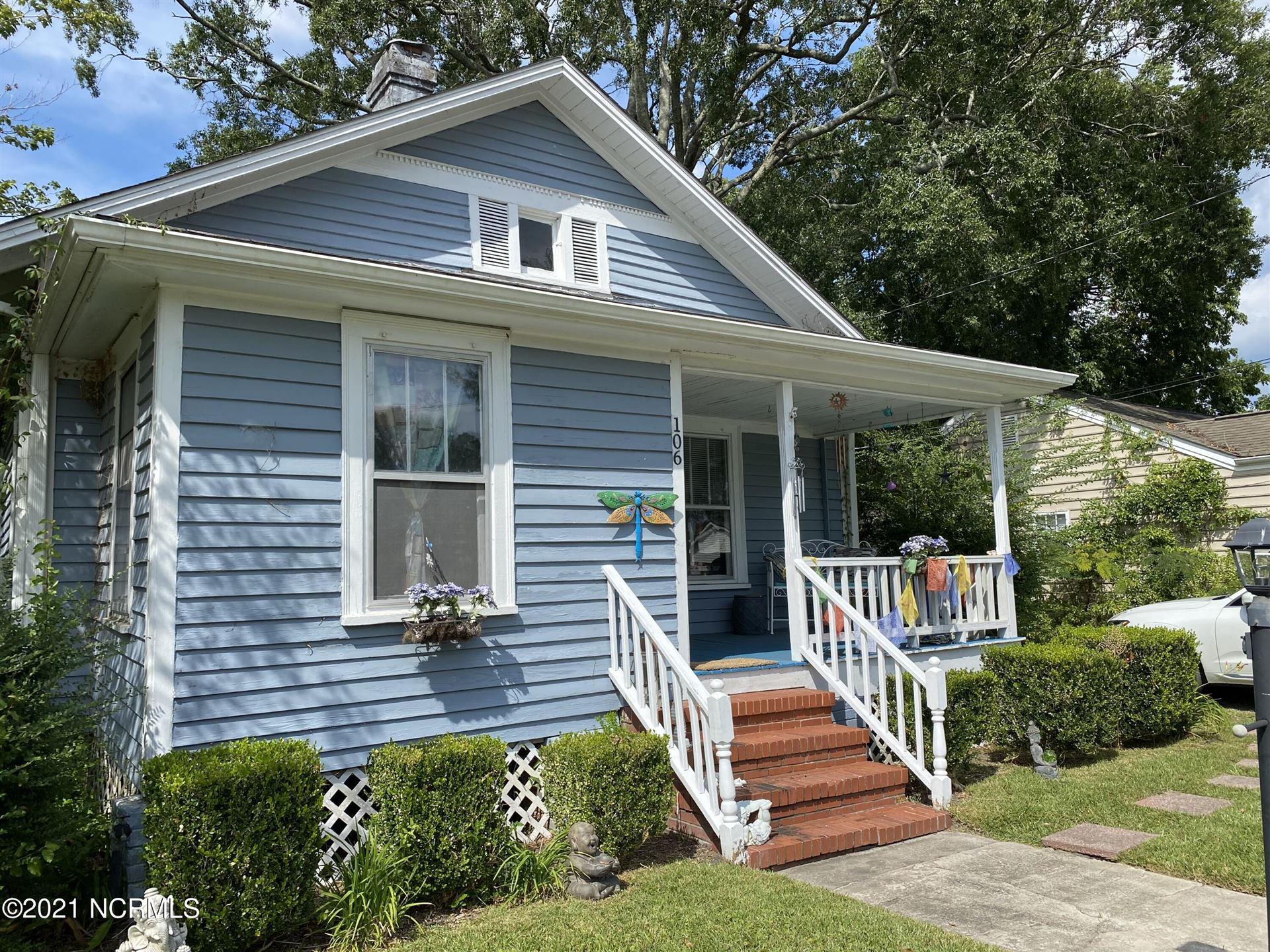 Photo of 106 W Bridgers Street, Burgaw, NC 28425 (MLS # 100291362)