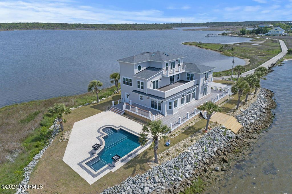 400 Waterway Drive, Sneads Ferry, NC 28460 - #: 100270368