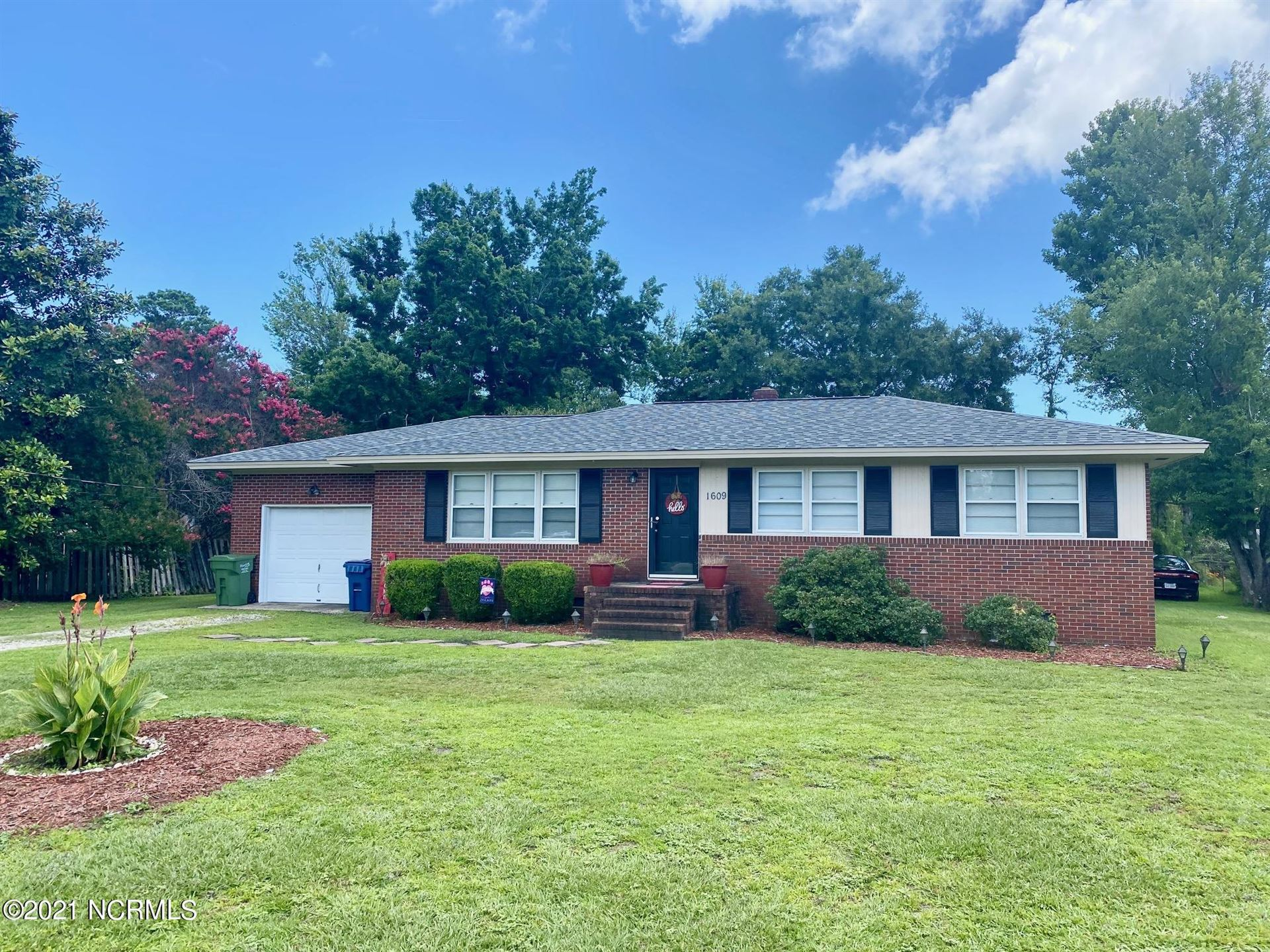 Photo for 1609 Lincoln Road, Wilmington, NC 28403 (MLS # 100279368)