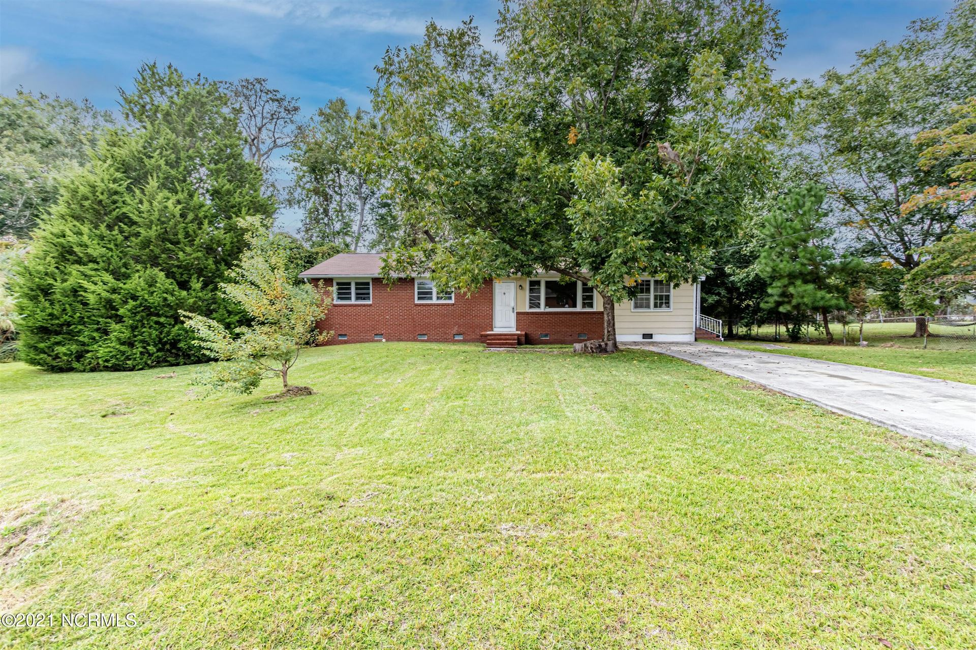 Photo of 2 W Donna Court, Jacksonville, NC 28546 (MLS # 100289370)