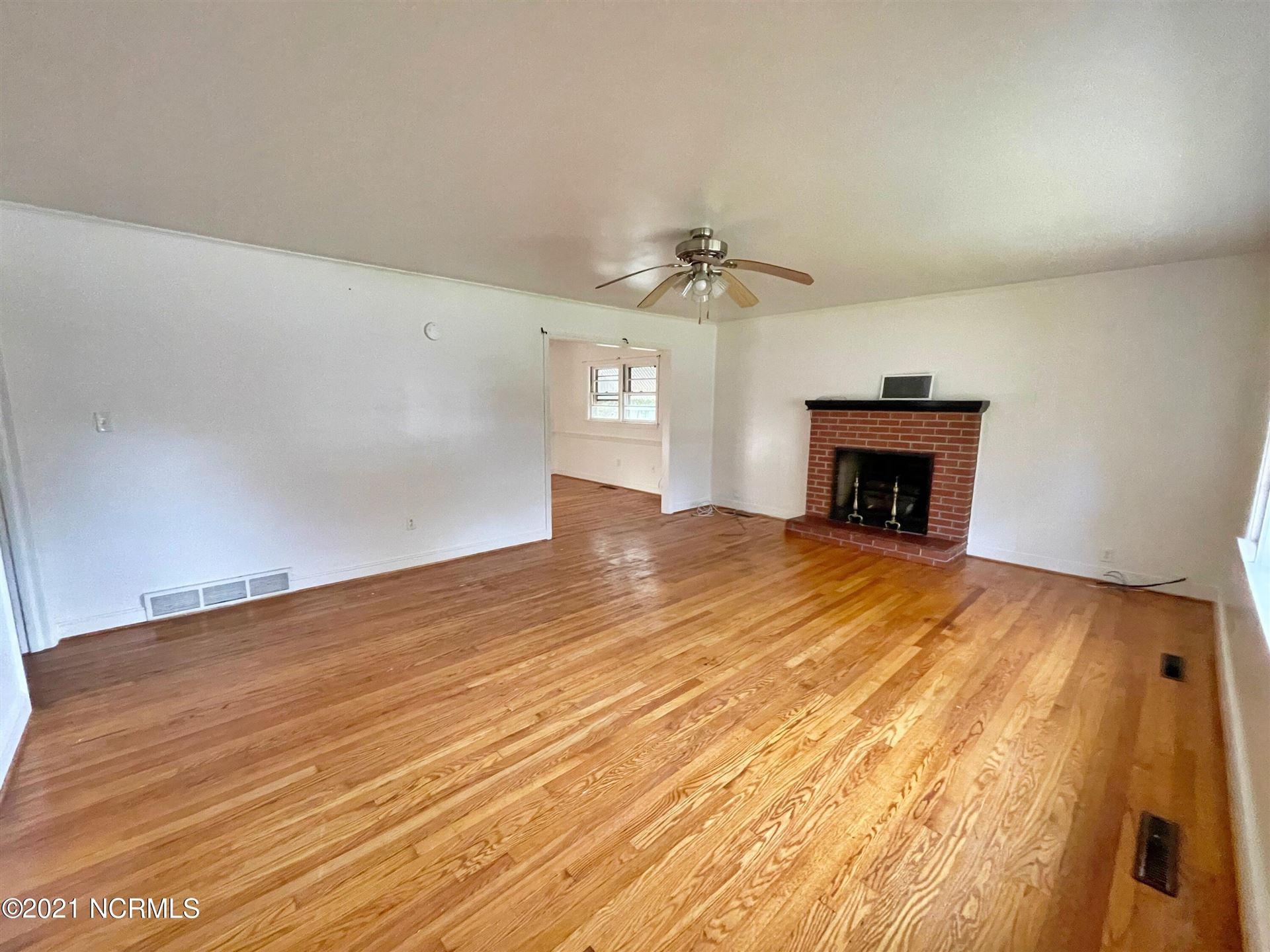 Photo of 2303 Woodland Avenue, New Bern, NC 28562 (MLS # 100295387)