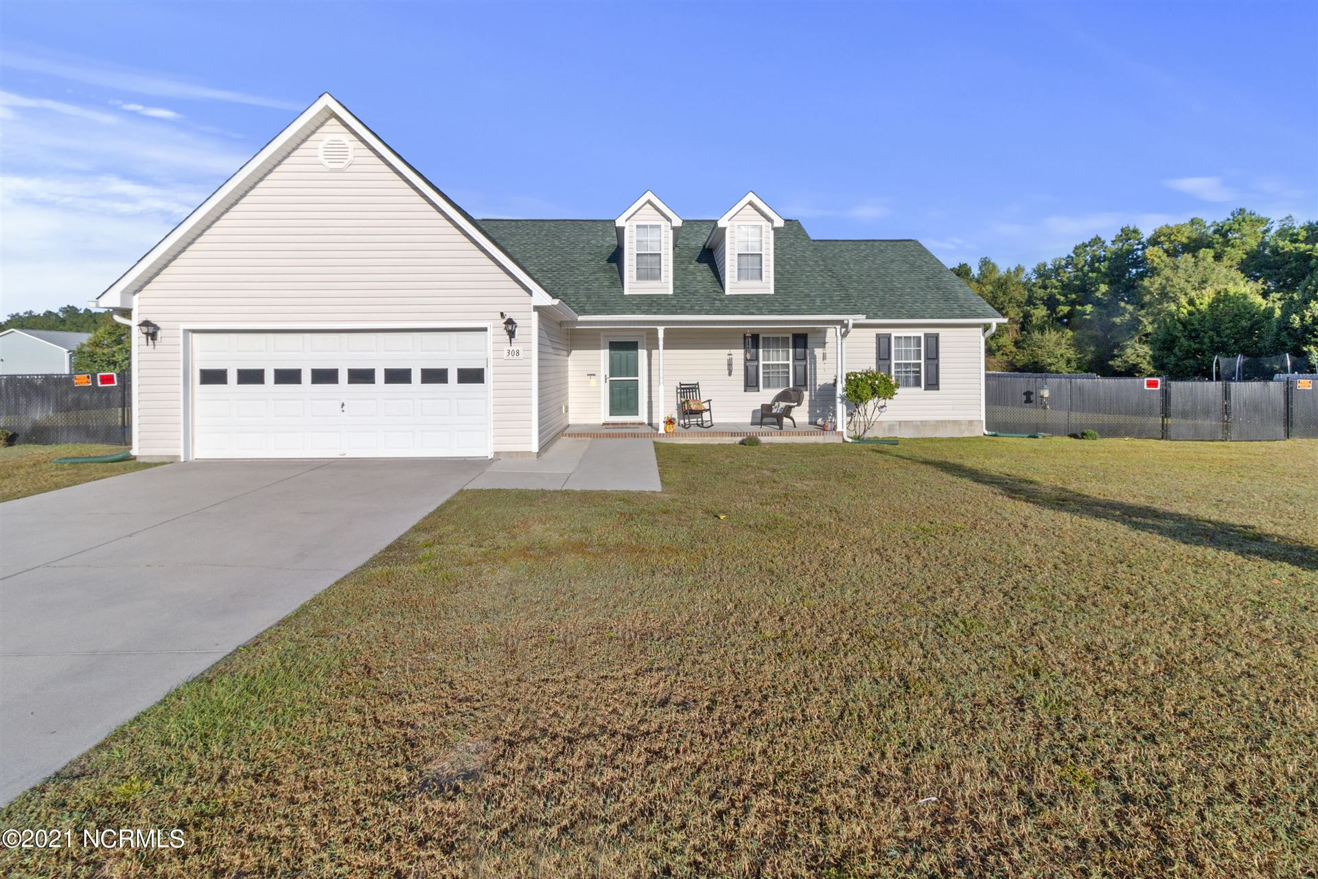 Photo of 308 Parkton Drive, Richlands, NC 28574 (MLS # 100294388)