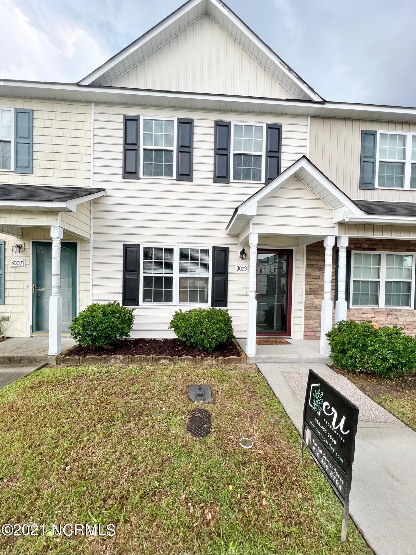 Photo of 3009 Grandeur Avenue, Jacksonville, NC 28546 (MLS # 100296399)