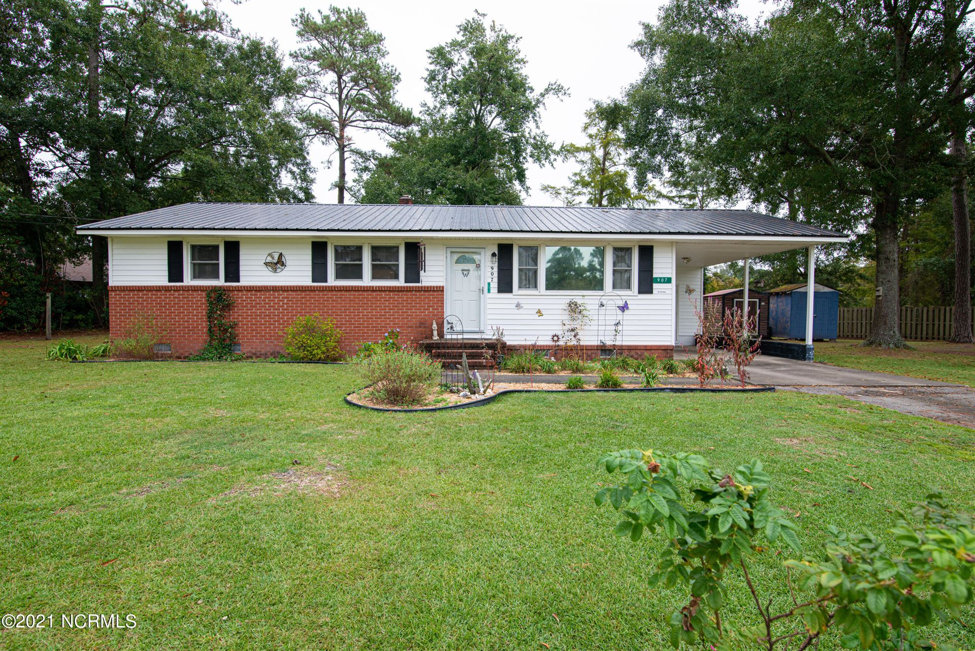 Photo of 907 Wood Drive, Richlands, NC 28574 (MLS # 100294432)