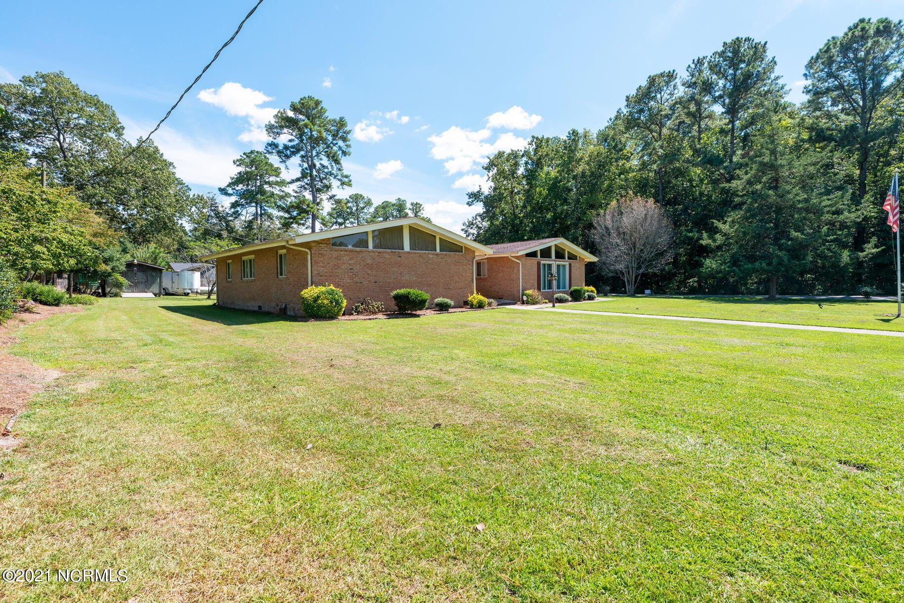 Photo of 1375 Oakview Road, Williamston, NC 27892 (MLS # 100290435)