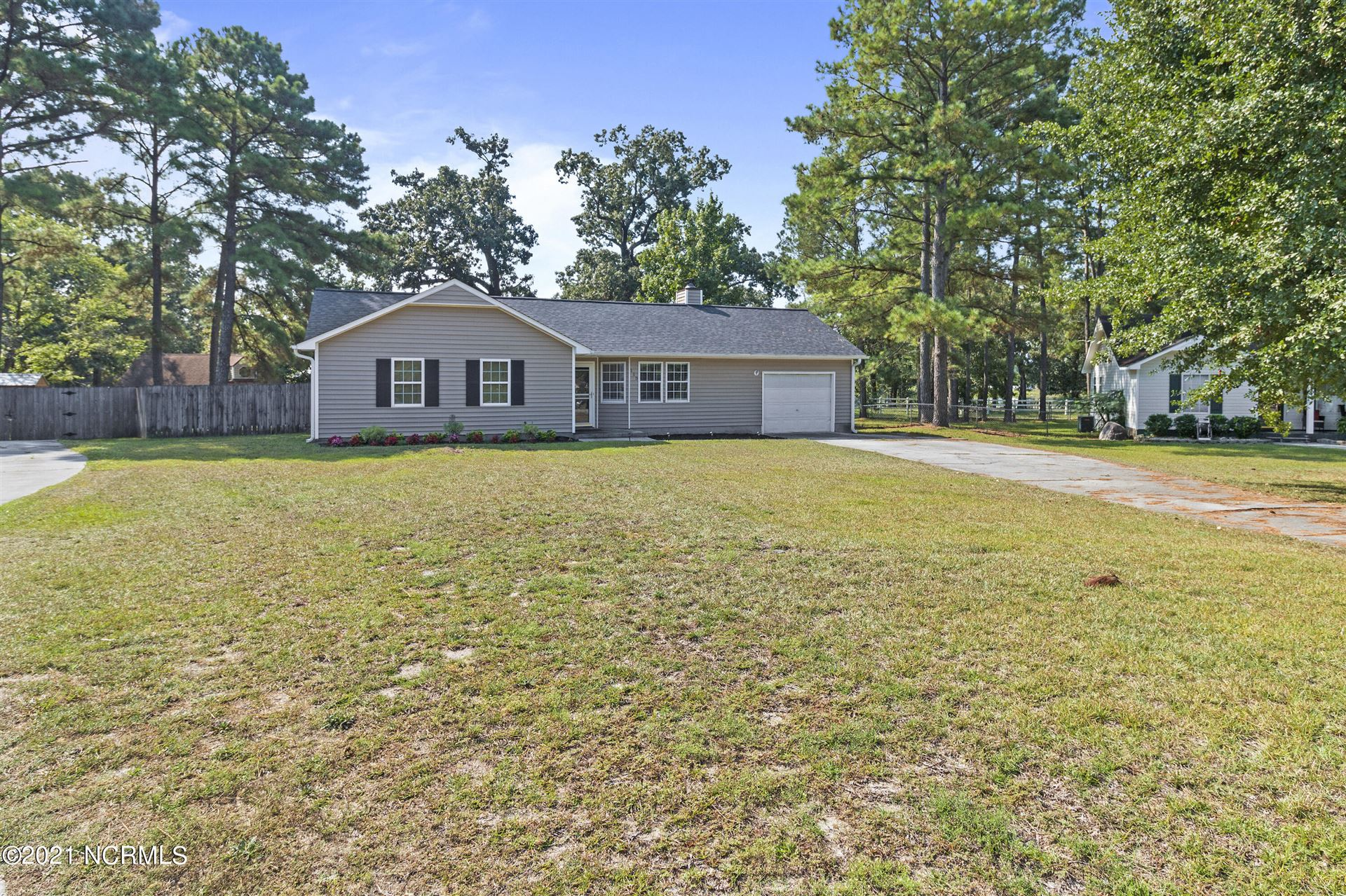 Photo of 115 Carriage Hills Court, Richlands, NC 28574 (MLS # 100290440)