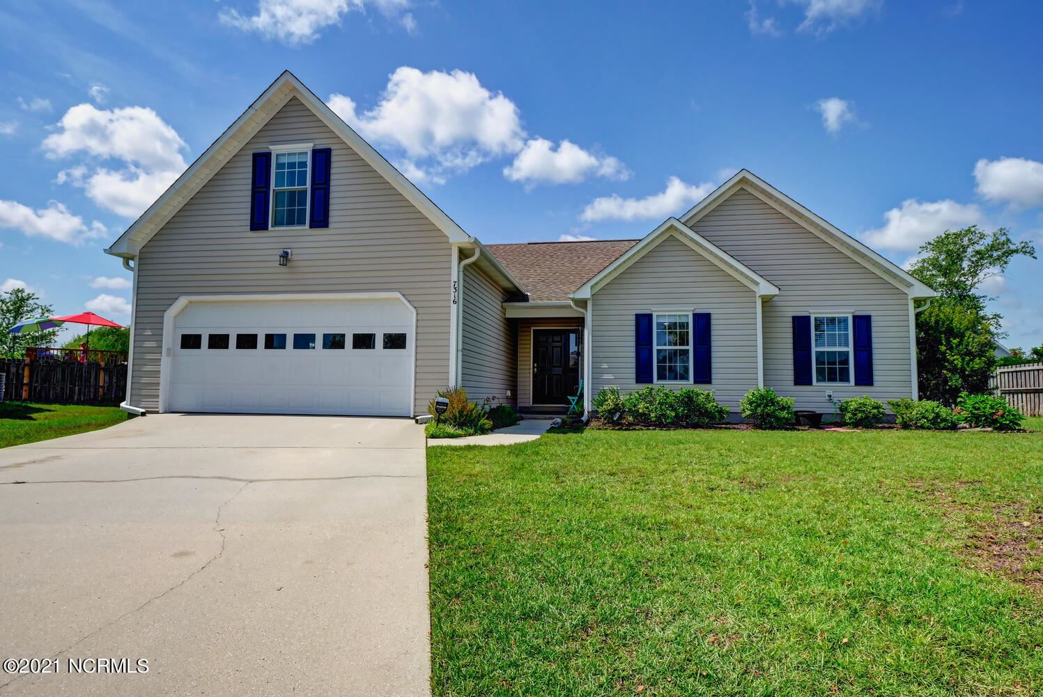 Photo for 7316 Grizzly Bear Court, Wilmington, NC 28411 (MLS # 100284466)