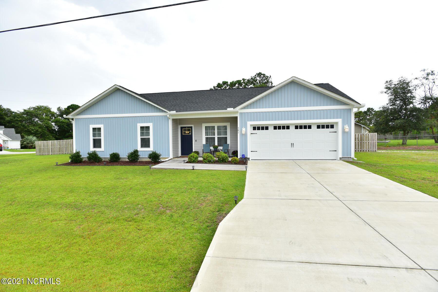 Photo for 301 Holbrook Lane, Hubert, NC 28539 (MLS # 100283468)