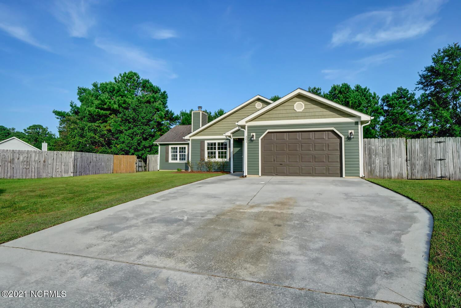 Photo of 301 Foxridge Lane, Hubert, NC 28539 (MLS # 100288479)
