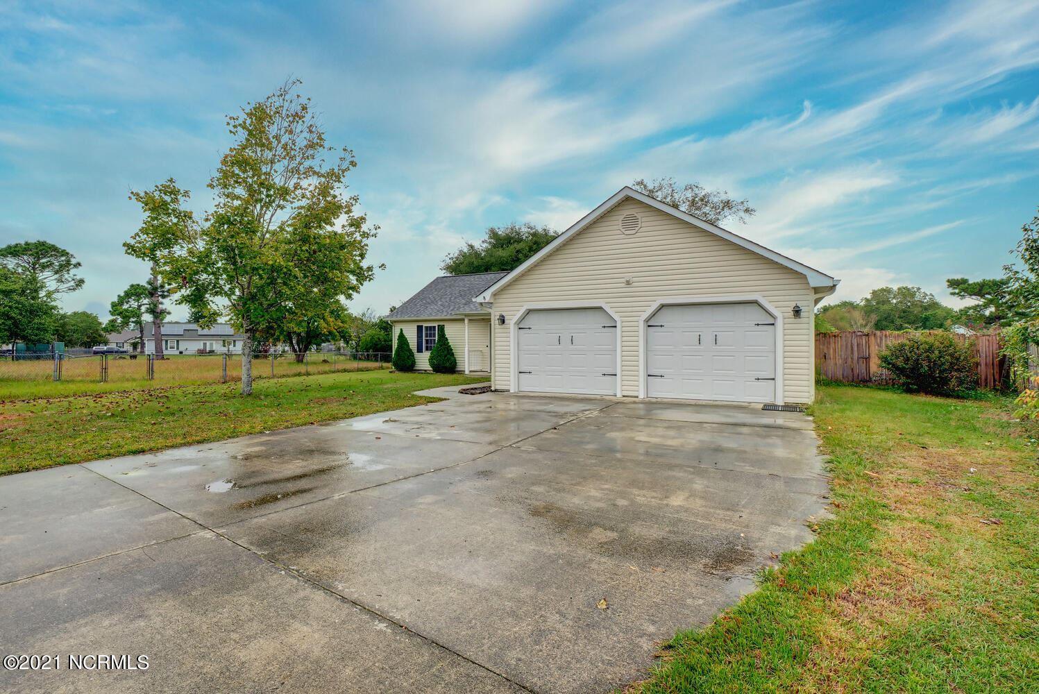 Photo of 404 Dayrell Drive, Hubert, NC 28539 (MLS # 100293499)