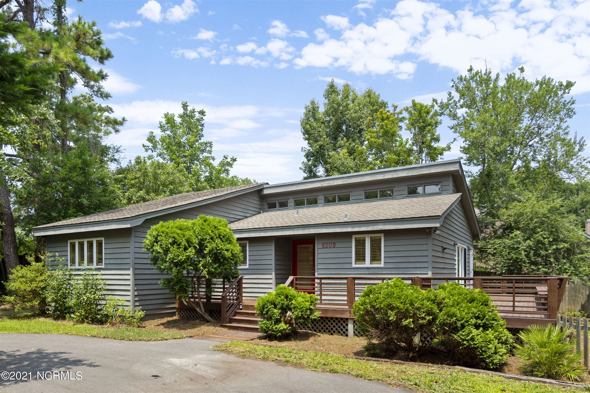 Photo for 6209 Greenville Sound Road, Wilmington, NC 28409 (MLS # 100282511)