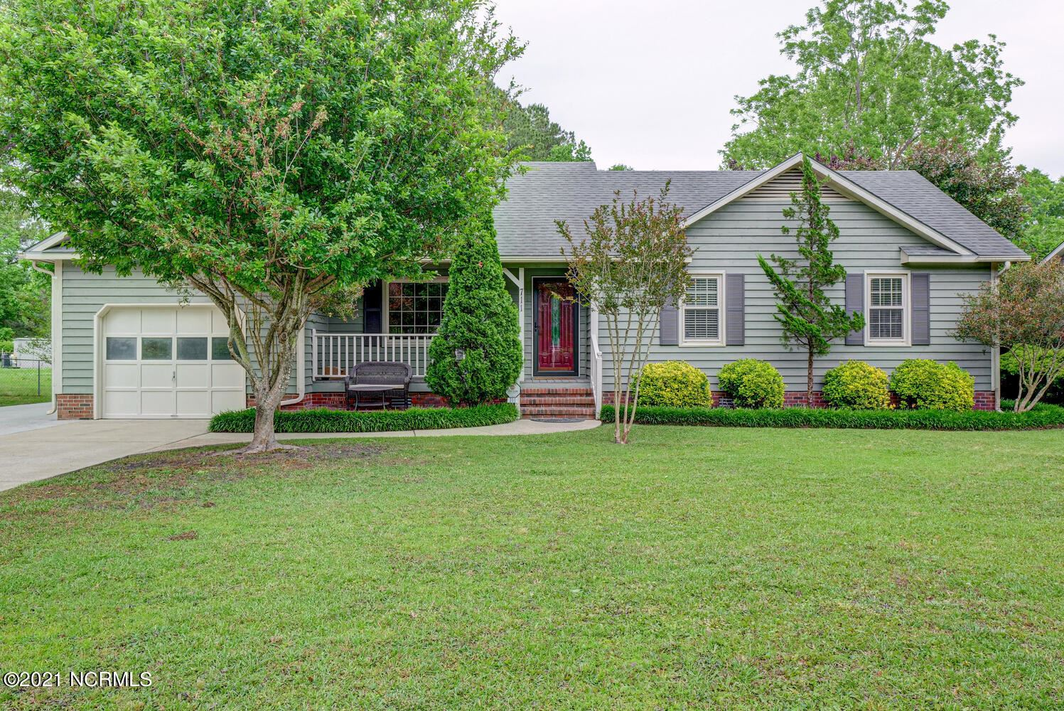 Photo for 711 Stonewall Avenue, Jacksonville, NC 28540 (MLS # 100271516)