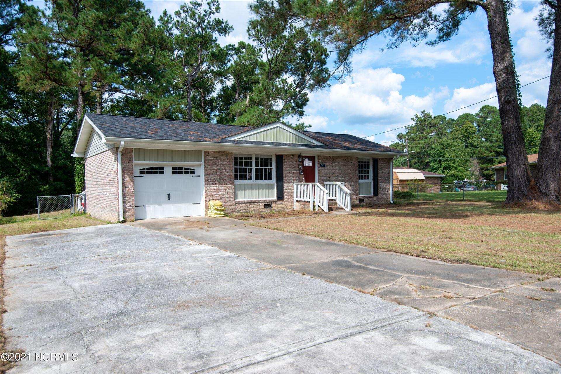 Photo of 307 Cardinal Road, Jacksonville, NC 28546 (MLS # 100293525)