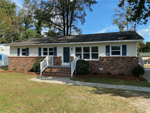 Photo of 1811 Country Club Road, New Bern, NC 28562 (MLS # 100242527)