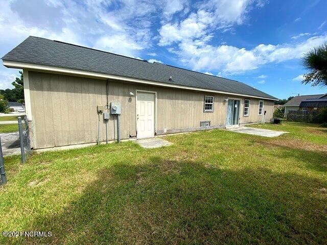Photo of 305 Foxridge Lane, Hubert, NC 28539 (MLS # 100288538)