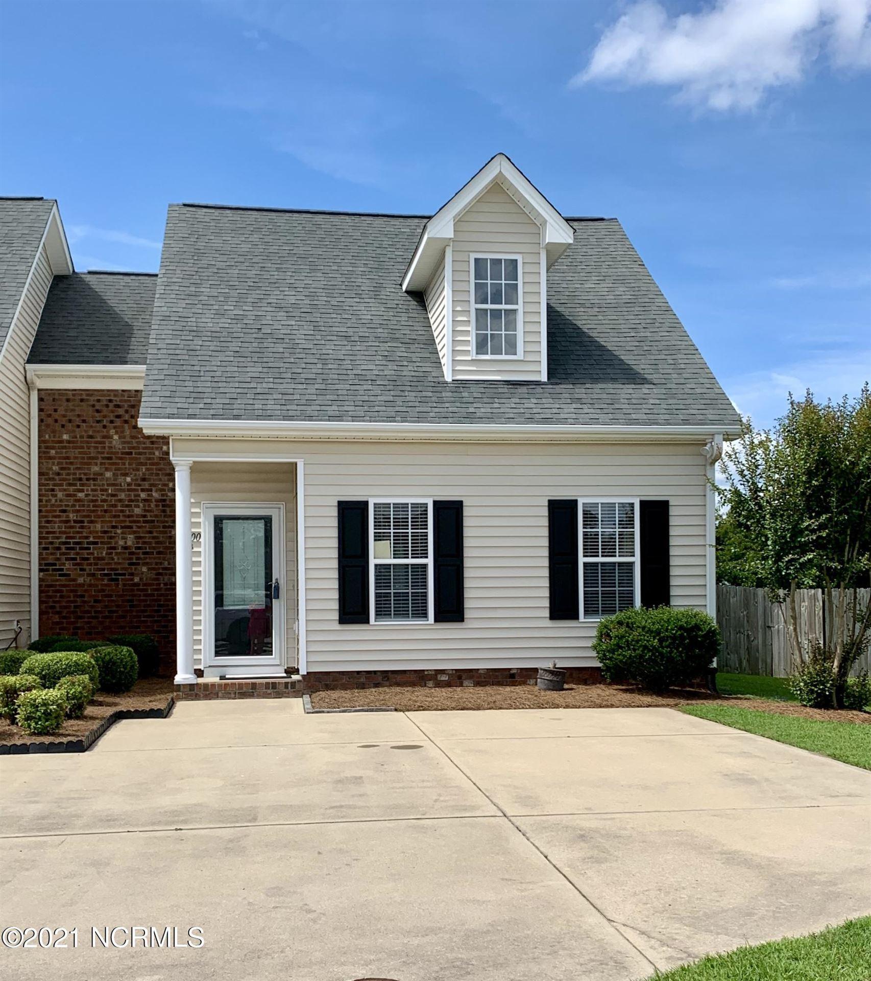 Photo for 1400 Oak Ridge Court #B, Greenville, NC 27834 (MLS # 100275553)