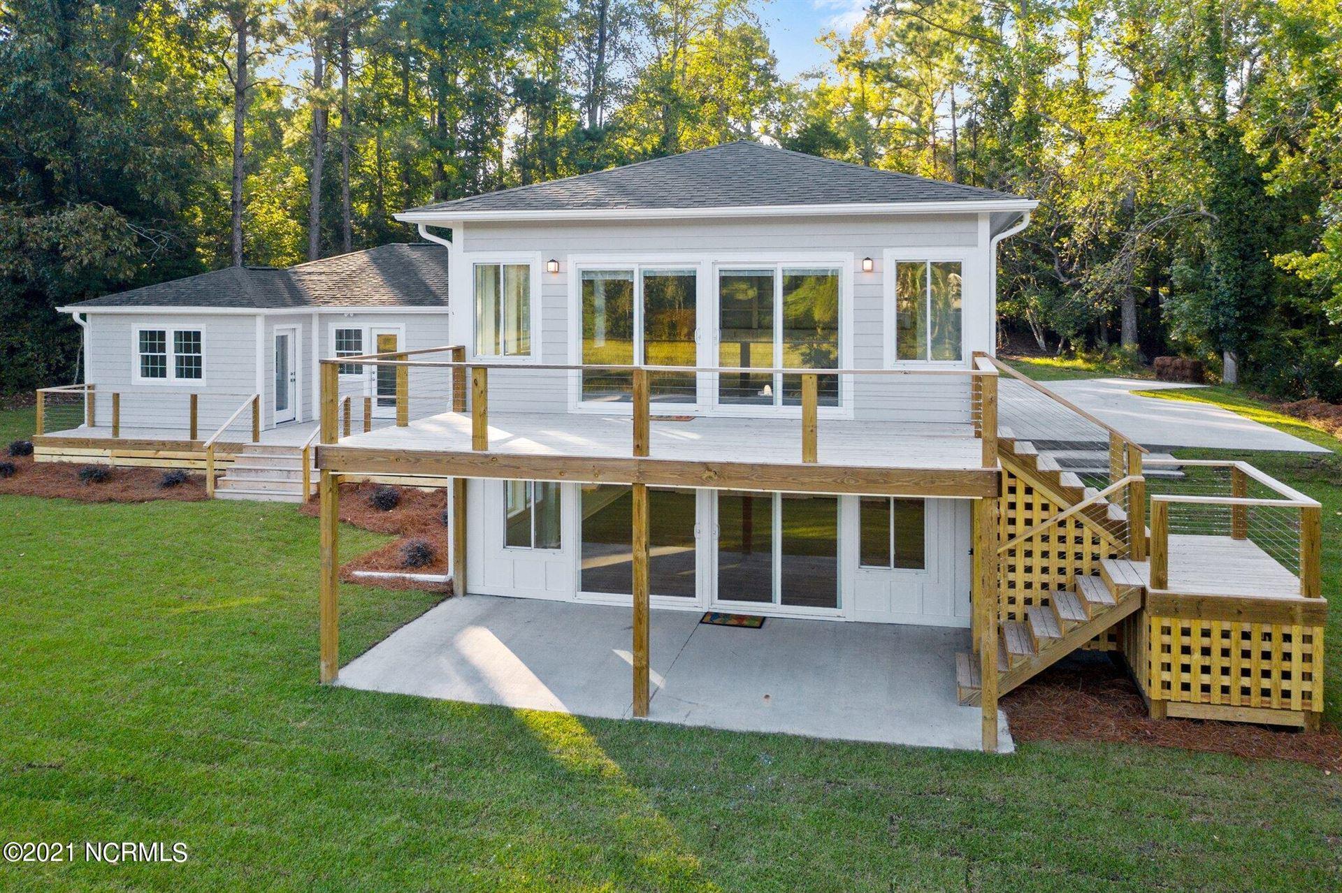 Photo of 330 Creekview Drive, Hampstead, NC 28443 (MLS # 100295554)
