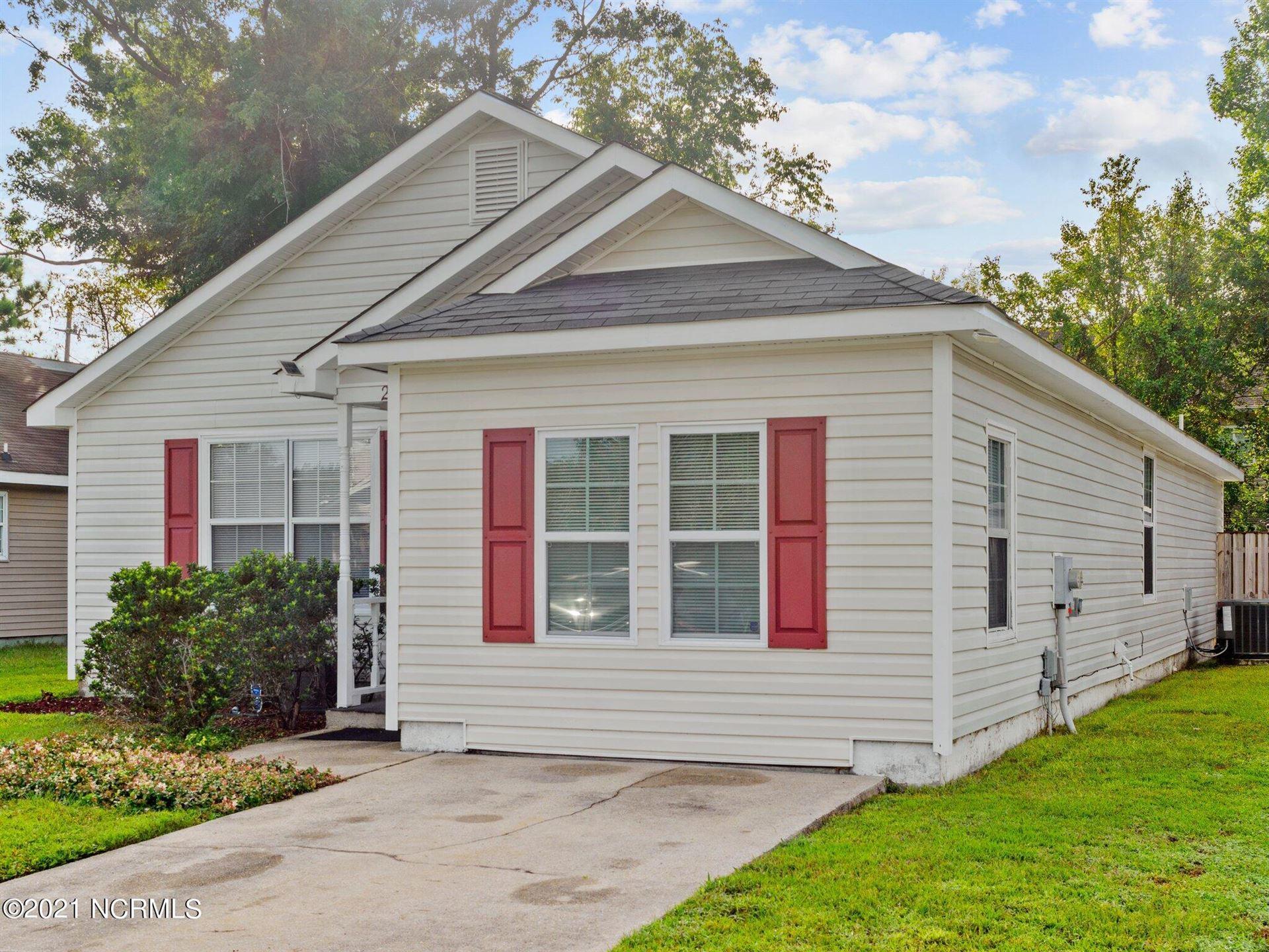 Photo of 2046 Foxhorn Road, Jacksonville, NC 28546 (MLS # 100292601)