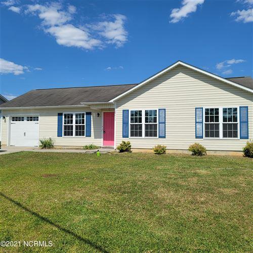 Photo of 511 Cherry Blossom Lane, Richlands, NC 28574 (MLS # 100271630)