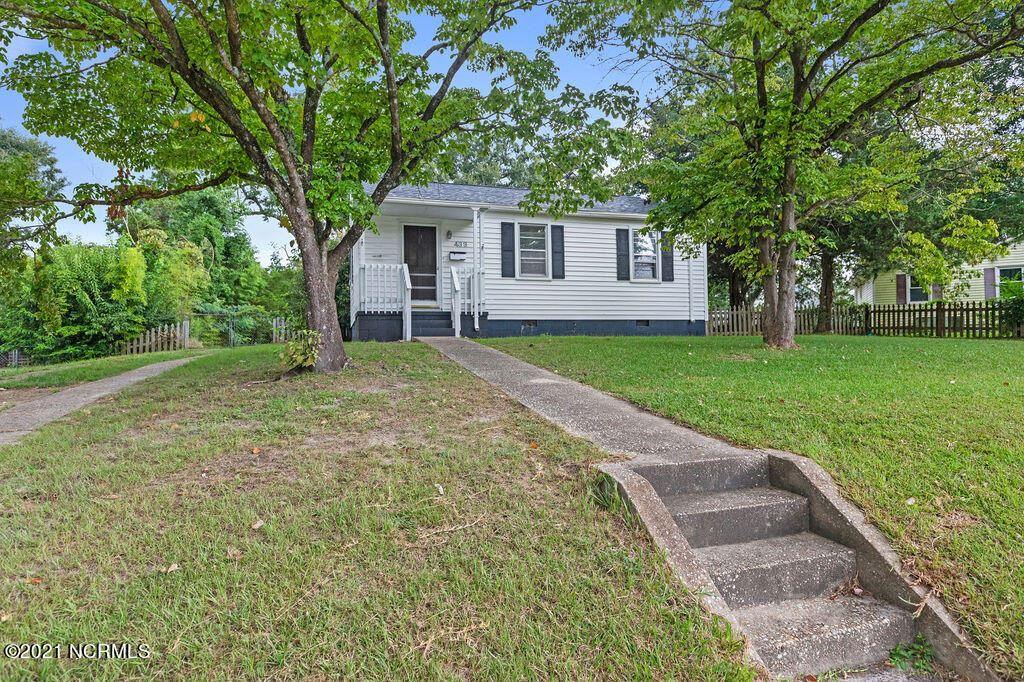 Photo of 433 New River Drive, Jacksonville, NC 28540 (MLS # 100289631)