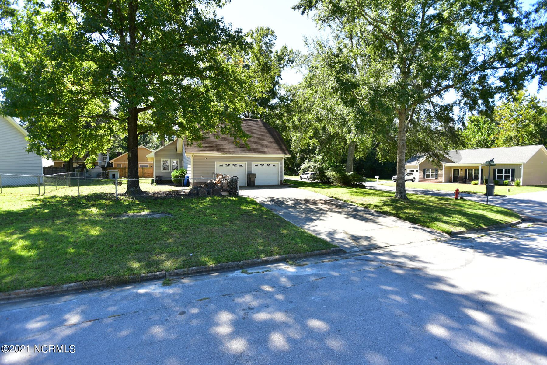Photo of 301 Spring Drive, Jacksonville, NC 28540 (MLS # 100292639)