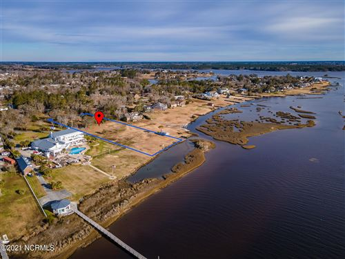 Photo of 182 Peninsula Manor Road E, Hubert, NC 28539 (MLS # 100269662)