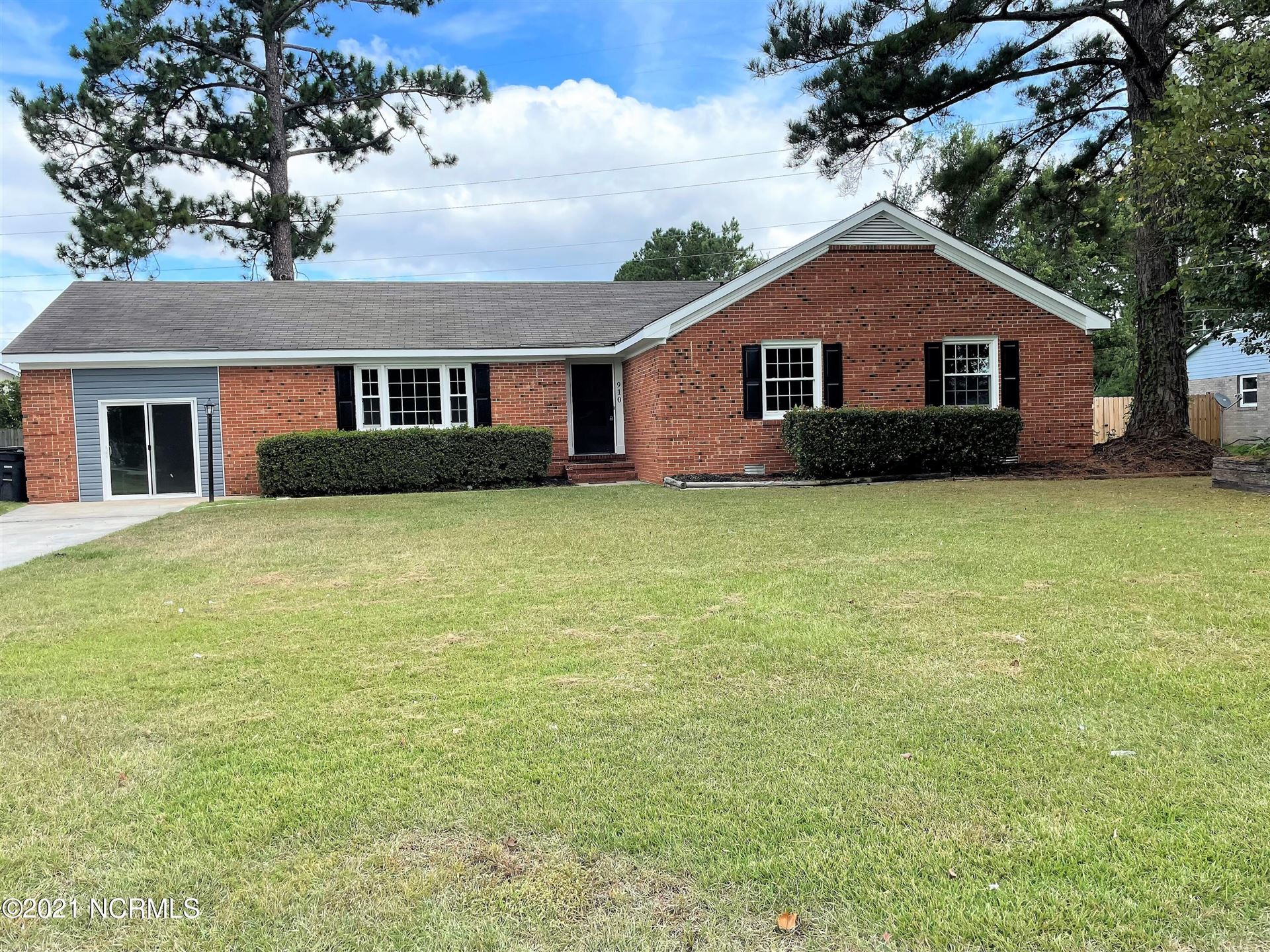 Photo of 910 Winchester Road, Jacksonville, NC 28546 (MLS # 100291667)