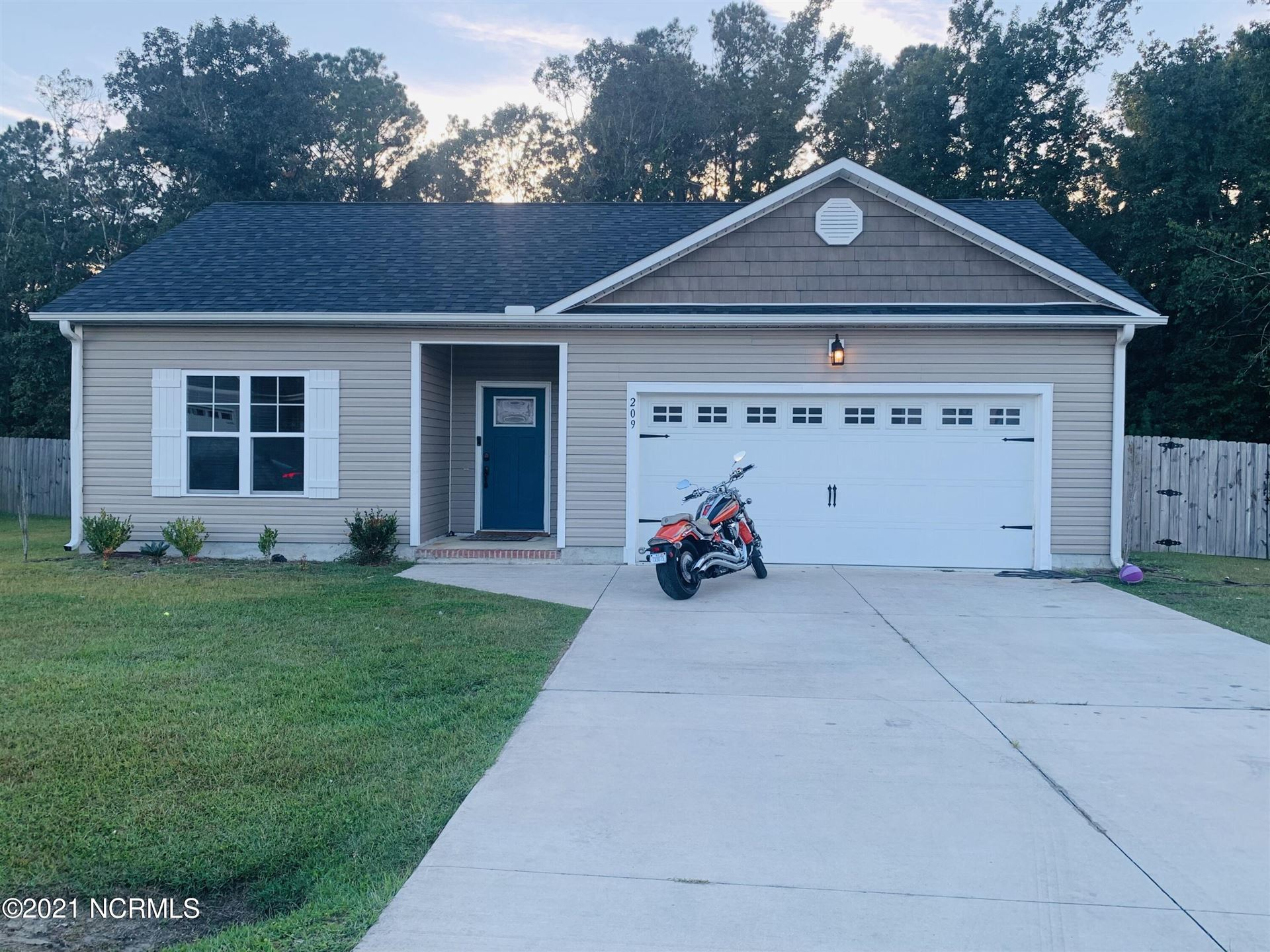 Photo of 209 N Windy Ridge Road, Hubert, NC 28539 (MLS # 100293692)