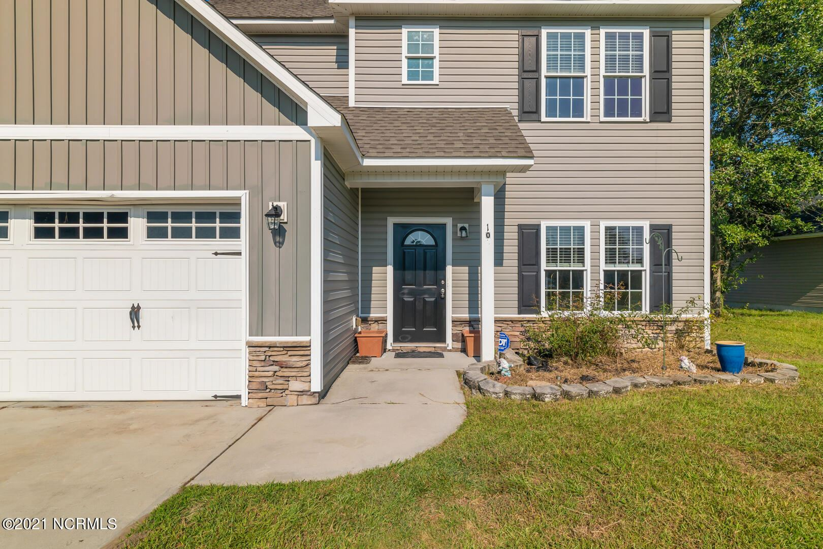 Photo of 105 Easton Drive, Richlands, NC 28574 (MLS # 100291715)
