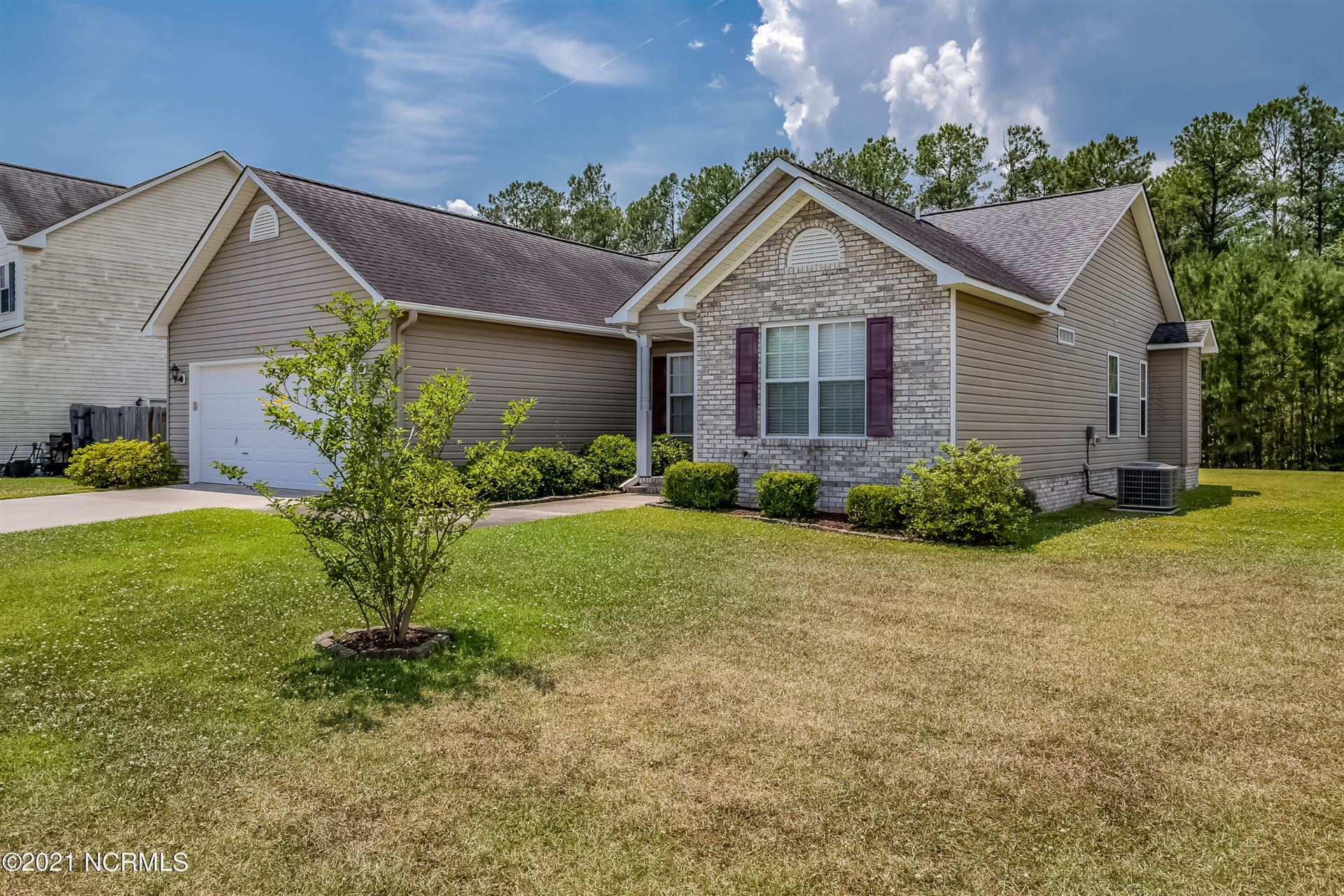 Photo of 305 Savannah Drive, Jacksonville, NC 28546 (MLS # 100273730)