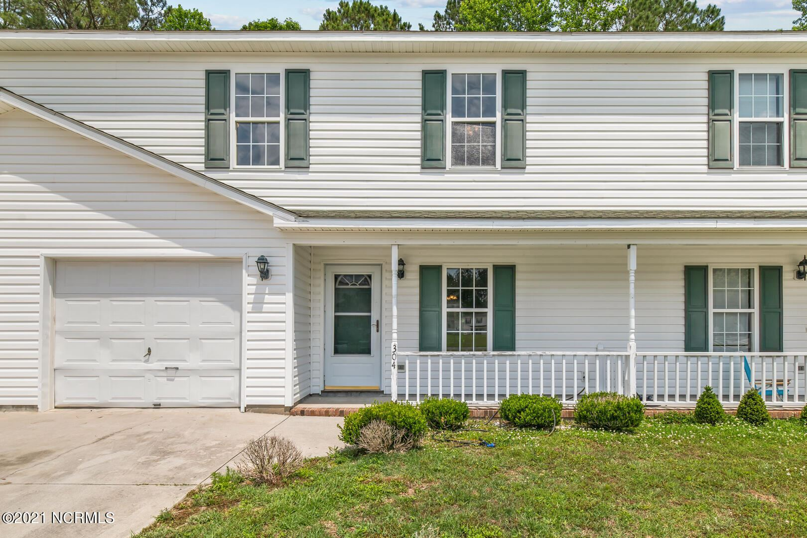 Photo for 304 Winners Circle S, Jacksonville, NC 28546 (MLS # 100273782)
